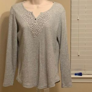 Gray thermal material top with lace detail